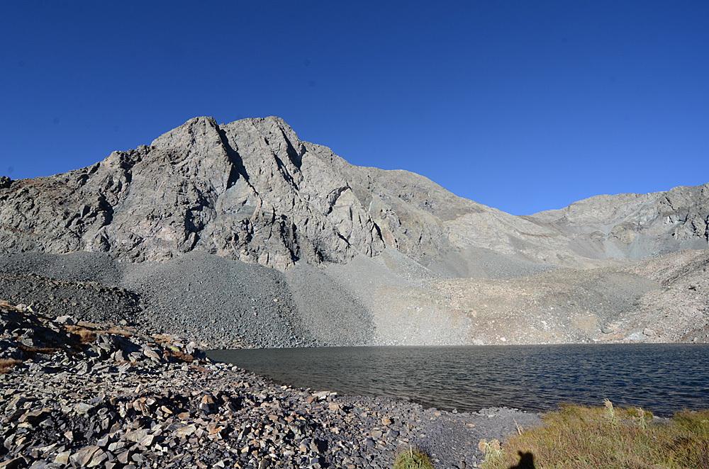 UN 13660 A rises above Lily Lake Mack
